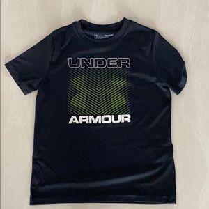 Under Armour boys black t-shirt size SM